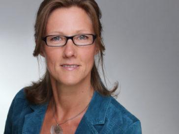 Bewerbungsfoto Frau querformat Kopf angeschnitten