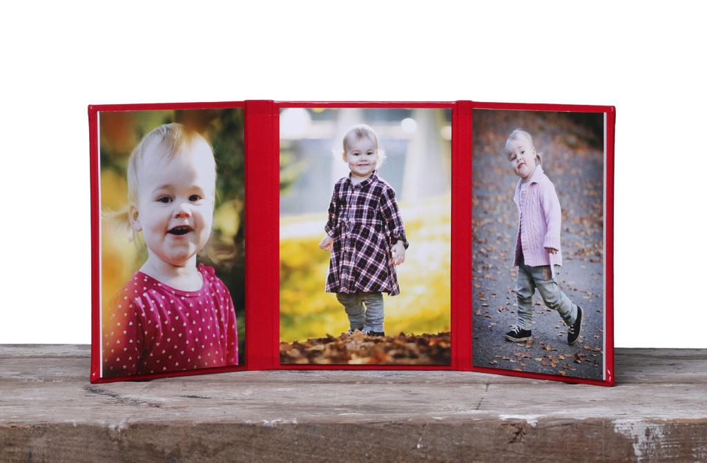 Triplex Album mit 3 Kinderfotos zum Klappen Kunstleder Produktfoto Familienfotografin Fotogrfa Dortmund Fotoshooting