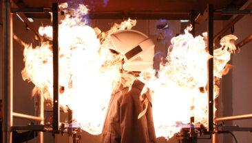 Businessfotos Industriefotografie Dortmund Feuerwehrhelm im Feuer