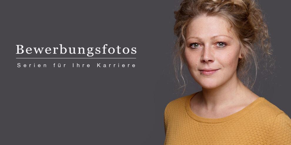 Bewerbungsfoto Frau auf grauem Hintergrund