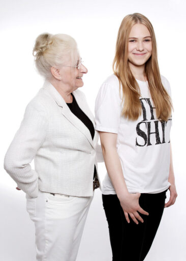 Familienfotos Großmutter und Enkelin
