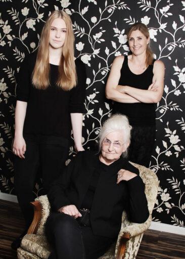 Familienfotos 3 Frauen im Raum