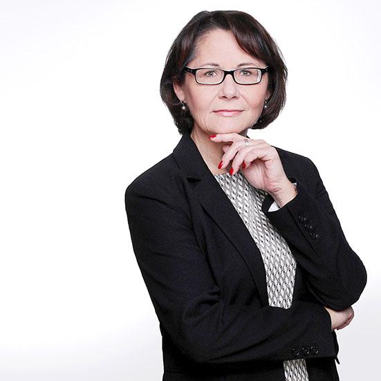 Fotograf Dortmund Frau mit Hand am Gesicht Businessfotos
