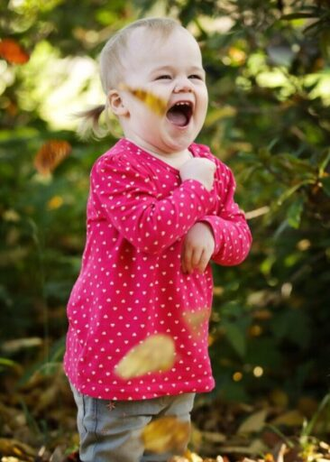 Kinderfotos kleines Mädchen im Park Outdoor