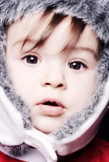 Kinderfotos Nahaufnahme Gesicht kleines Mädchen mit Mütze