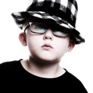 Kinderfotos Junge mit Hut und Brille