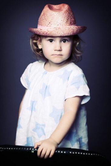 Kinderfotos Mädchen mit Hut