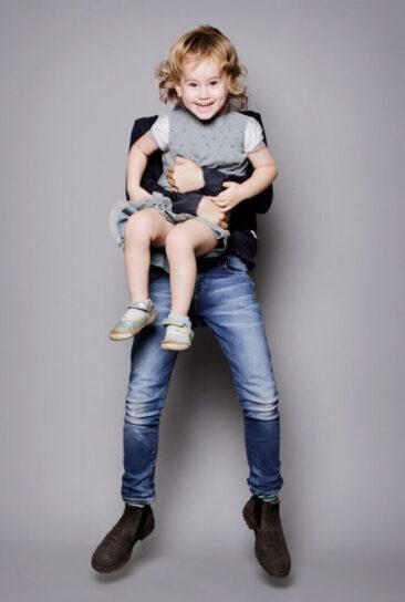 Kinderfotos 2 Kinder springend