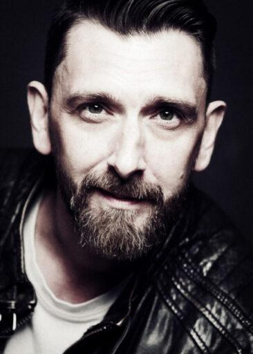 Fotostudio Männerportrait Mann mit Bart