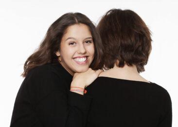 Portraitfotos Mutter Tochter lächelnd