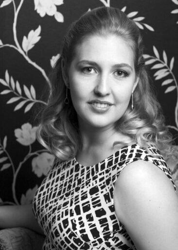 Portraitfotos schwarz-weiß Frau sw